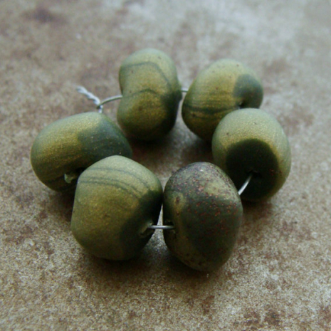 Tiny Olive Bead Wobbles